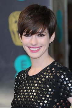 Anne Hathaway coupe courte