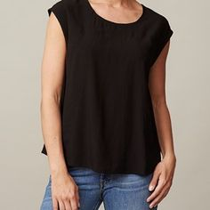 ANTONIE top, sleeveless with seams, black. The top you love because of its softness and because of the lovely fit. This shirt can be worn at work, but also at a party. This shirt will highlight your feminine figure.