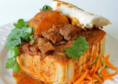 Samosas, Korma, Chow Chow, Curries, Croissant, Street Food, Food Inspiration, Biscuit, Solar
