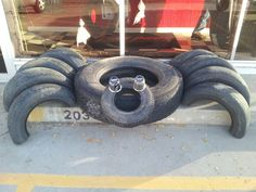 Recycling Old Car Tires - Life ideas Tire Playground, Natural Playground, Backyard For Kids, Diy For Kids, Reuse Old Tires, Recycled Tires, Deco Haloween, Halloween, Tire Craft