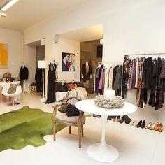 Vintage Mode, Vintage Shops, Dries Van Noten, Better Life, Oversized Mirror, Vienna, Alter, Budget, Furniture