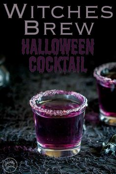 This 'Witches Brew'- halloween cocktail is so stunning. Based on a Purple Hooter. Dieser 'Hexengebräu'-Halloween-Cocktail ist so umwerfend. Halloween Snacks, Halloween Shooters, Halloween Jello Shots, Halloween Party Drinks, Diy Halloween, Holiday Drinks, Halloween Punch Alcohol, Halloween Pretzels, Halloween Witches