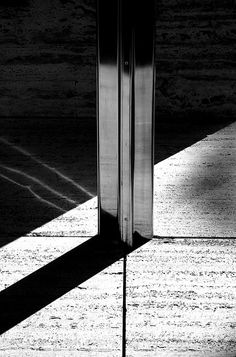 Mies. Barcelona P'. -- Floating roof window glass detail : gorgeous detail: this must have been the victory of his design to achieve such a thin and ellegant profile of this piece because it bears no weight at all