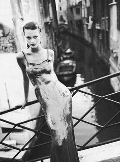 Queen Shalom Harlow shot by Patrick Demarchelier for Harper's Bazaar US September 1993