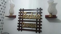 Placa para loja feito com madeira