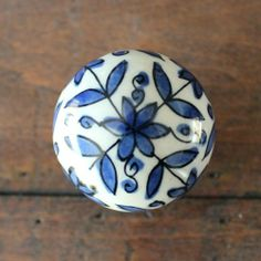 Ceramic Drawer Knobs / Cabinet knobs Ball with Delft Blue Flowers