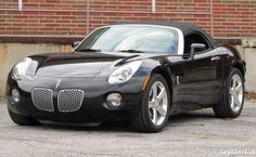 2006 Pontiac Solstice sexiest car ever.one day i will have this!