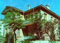 Konya Atatürk Evi 1912 yılında inşa edilen iki katlı tarihi bina, kesme, moloz taş ve tuğladan yapılmış. 1923 yılında hazine adına tescil edilen ev, Vali Konağı olarak kullanılmış ve Atatürk'ün Konya'ya gelişlerinde de kendisine tahsis edilmiş.