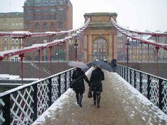 snowy glasgow bridge