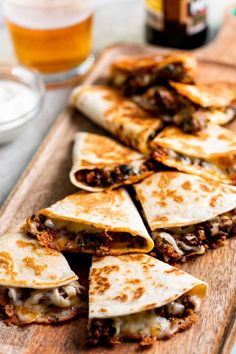 The Best Cheesy Ground Beef Quesadillas: Like the best bar food in the world, but right here in your own kitchen. The Best Cheesy Ground Beef Quesadillas: Like the best bar food in the world, but right here in your own kitchen. Ground Beef Quesadillas, Ground Beef Burritos, Ground Beef Nachos, Good Food, Yummy Food, Salmon Dishes, Cooking Recipes, Healthy Recipes, Skillet Recipes