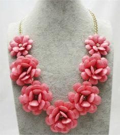 Collar de flores de pasta con brillos