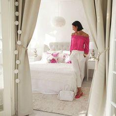 Pink Thuesday🌸 Blogissa kirjoitin ajatuksia alkavasta arjesta. Käy lukemassa mitä meidän elokuun alkuun kuuluu:) #pink #white #weekday #bedroom #newblogpost