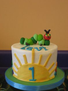 Great Very Hungry Caterpillar cake--smash cake for K First Birthday Cakes, Birthday Fun, Birthday Ideas, Pretty Cakes, Cute Cakes, Hungry Caterpillar Cake, Celebration Cakes, Cake Smash, Amazing Cakes