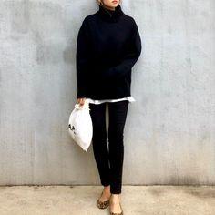 🐆 . @gu_global  の#ローゲージタートルネックセーター を着回し。 . 最近モノトーンばかり...🐼 . インナーのTシャツやっと丁度いいサイズ購入しました🖤 . ユニクロユーの#クルーネックt のXLで程よいチラ見せ🐰✨ . . ヒョウ柄のフラットは久しぶりに履きました🐆🧡🧡 . . #gu購入品 #ニットコーデ #ギャルリー #ブラックコーデ #全身プチプラ #カジュアルコーデママ #白tコーデ #シンプルカジュアルコーデ #スキニーコーデ #UNIQLO Women's Clothing, Normcore, Clothes For Women, My Style, Image, Outfits, Fashion, Women's Clothes, Outerwear Women