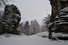 1 Day trips from Prague. Hiking in Bohemian Paradise UNESCO Geopark in Czech Republic. Bohemian Switzerland National Park and more Czech nature. Day Trips From Prague, Hiking Tours, One Day Trip, Winter Hiking, Tour Operator, Walking Tour, Narnia, Country Life, Czech Republic