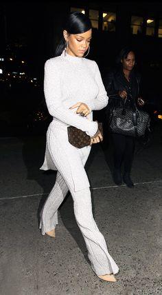 11 Slimming Style Secrets From Olivia Palermo, Rihanna & More Monochrome via one color head-to-toe creates a long, vertical line visually, which creates a lengthening effect. Estilo Rihanna, Mode Rihanna, Rihanna Fenty, Fashion Models, Look Fashion, Fashion Outfits, Fashion Trends, Celebrities Fashion, Rihanna Outfits