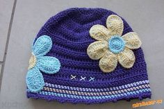 Navod na hačkovanu čiapku s kvietkom | Co ma zaujima Crochet Art, Crochet For Kids, Crochet Flowers, Crochet Designs, Little People, Baby Hats, Baby Boy, Beanie, My Favorite Things