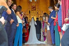 Los novios, en el altar