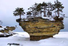 Turnip Rock, Lake Michigan in Winter. Source: http://www-personal.umich.edu/~jensenl/visuals/album/2009/thumb/