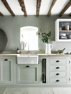 41 Delicate Country Kitchen Design Ideas That You Need To Try - If you want to bring a more simple, rustic feel into your home, then you might want to consider all of the modern country kitchen designs out there to. Cozy Kitchen, Green Kitchen, New Kitchen, Kitchen Decor, Kitchen Ideas, Kitchen Modern, Sage Kitchen, Green Country Kitchen, Neutral Kitchen