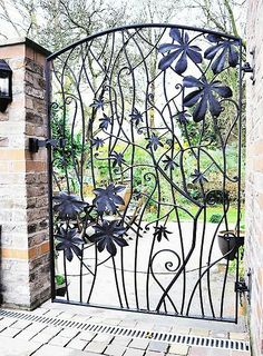 Horse chestnut garden gate