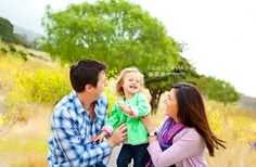 Child and family photo session in a grassy field