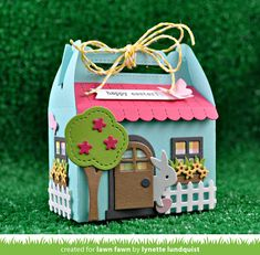 Lawn Fawn - Stanzschablonen Set Scalloped Treat Box Spring House Add-on www. Box Bunny, Lawn Fawn Blog, Karten Diy, Gable Boxes, Tiny Gifts, Lawn Fawn Stamps, Spring Home, Paper Gifts, Easter Crafts