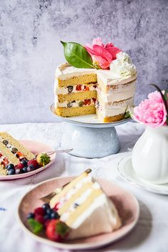 The Royal Wedding Cake recipe is here! Make this elderflower and lemon cake while watching the wedding ceremony on telly and celebrate with the happy couple!