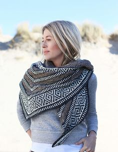 Maan is not for the faint at heart. She is not a flimsy, barely there layering piece, but a wrap with a lot of character, presence, and substance. She stands out in the crowd and will add something extra to any outfit while keeping you warm and cozy. She is an eye-catcher, but also your shield.