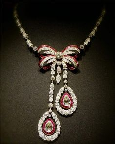 CARTIER collier lavallière (1905), rubis, 2 diamants poires 4 carats, diamants