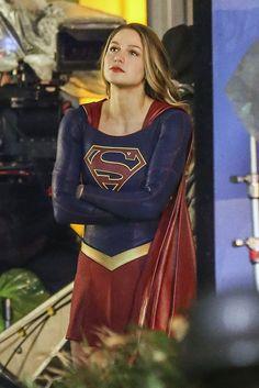 Melissa Benoist Supergirl in Vancouver 2015 Supergirl 2, Melissa Supergirl, Kara Danvers Supergirl, Supergirl And Flash, Female Superhero, Best Superhero, Melissa Benoist, Cw Series, Warner Series