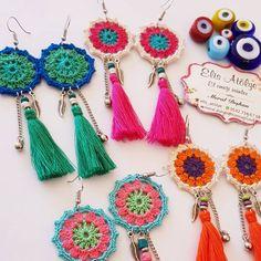 Es tarde pero sigo siendo un empleado çalışan para trabajadores laborales como yo Crochet Jewelry Patterns, Crochet Earrings Pattern, Crochet Bracelet, Crochet Accessories, Crochet Designs, Jewelry Accessories, Handmade Jewelry Designs, Handmade Beads, Beginner Knitting Patterns