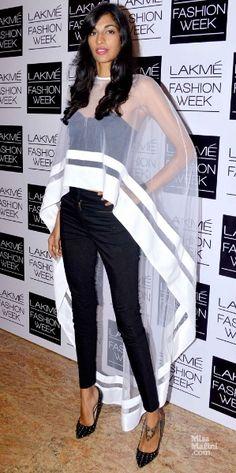 Anamika Khanna cape - like a super hero! Vogue Fashion, Look Fashion, Fashion Outfits, Womens Fashion, Fashion Design, Western Dresses, Indian Dresses, Indian Outfits, Indian Attire