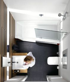 achter de repabad stairway gaat het idee schuil van een gecombineerde oplossing van douche en. Black Bedroom Furniture Sets. Home Design Ideas