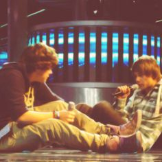 Awww Lirry moment, they are rare and precious!