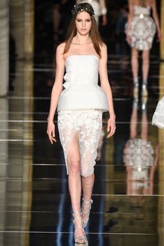 Zuhair Murad - Strapless bustier with a sheer envelope skirt in 3D  flora lace. Like a bride but very fashionable. The appliques on the waist turn the suit to be very themed and delicate.Layering of the suit is quite effective.