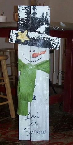 Snowman Wooden Christmas Decorations, Christmas Wood Crafts, Pallet Christmas, Snowman Crafts, Christmas Signs, Outdoor Christmas, Christmas Snowman, Christmas Projects, Winter Christmas