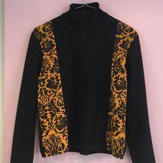 Sweatshirt in black and yellow with half zip neck