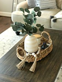 Table Centerpieces For Home, Decoration Table, Tray Decor, Dinning Table Centerpiece, Coffee Table Styling, Decorating Coffee Tables, Table Decor Living Room, Home Living Room, Deco Tv