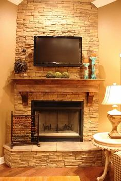 Best Free corner Fireplace Remodel Suggestions If a room has a fireplace, it's typically the focal point of the room. Update the fireplace with c Fireplace Redo, Fireplace Remodel, Living Room With Fireplace, Fireplace Design, Home Living Room, Fireplace Ideas, Corner Fireplaces, Brick Fireplaces, Fireplace Mantles