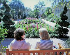 Nothing like a chat with a friend at #ShermanLibraryandGardens, image by John Topolewski #OCPhoto2017 #SoCal #oclife #CoronadelMar