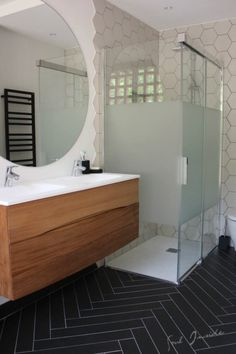 notre salle de bain après travaux, noir et blanc, miroir rond - black and white bathroom, round mirror