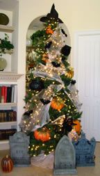 October's Tree Had to be About Halloween - Matt and Shari Christmas Tree Logo, Christmas Tree Themes, Holiday Tree, Christmas Projects, Christmas Diy, Xmas, Halloween Trees, Halloween Crafts, Halloween Decorations