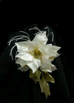 ...SCUOLA DI FIORI... realizzazione fiori in tessuto   per l' alta moda....  info:  floriads@gmail.com