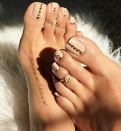 Pedicure naked a rhinestones - # a # Nude # Pédicure - ▷ Nageldesign Galerie 2018 Pretty Toe Nails, Cute Toe Nails, Pretty Toes, Gorgeous Nails, My Nails, Jamberry Nails, Beautiful Toes, Cute Toes, Nude Nails