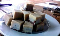 Zelf bonbons maken in ijsklontvormpjes! http://wessalicious.com/pralines-basis/