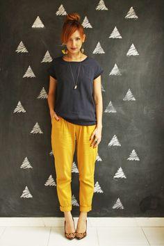 Azul marinho com amarelo - não tem erro. Combinação básica com um toque de estilo particular.