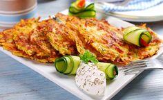 Hier finden Sie ein Rezept für die Zubereitung von Kartoffelpuffern mit Zucchini. Achten Sie beim Zucchini-Kauf darauf, stets die kleineren Exemplare zu wählen, denn sie sind deutlich schmackhafter als die grossen Zucchinis.