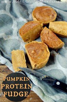 Pumpkin Protein Fudge (gluten free and can be vegan!)   www.nutritionistinthekitch.com #pumpkinproteinfudge #veganrecipes
