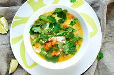 Kyllinggryte med kokosmelk og koriander Guacamole, Thai Red Curry, Food And Drink, Chicken, Ethnic Recipes, Mad, Drinks, Google, Cilantro